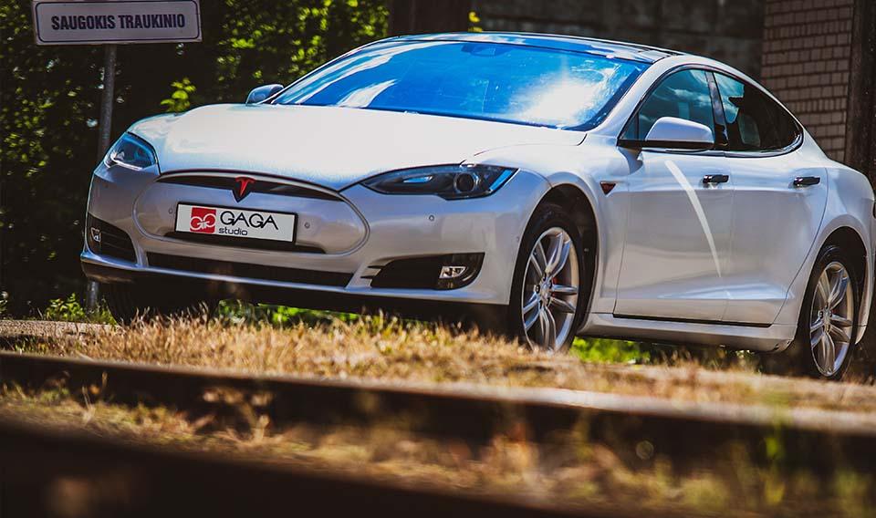 automobiliu dengimas plevele